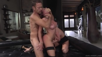 stud is fortunate in order to make rachele richey and malena's pussies stormy