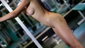 paula innocent interrupts any fitness to actually masturbate in an vacant health club
