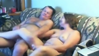 Senior sis delivering head to her spouse in front room