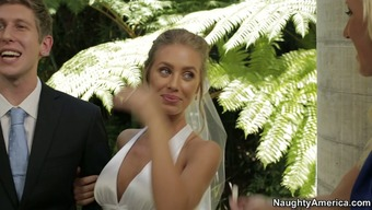 Nicole Aniston chop on the fiance at the wedding ceremony
