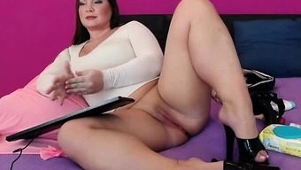 Heated Plus size Camera Bones Massaging Her Pussy