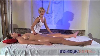 Massage therapy Spaces Clit rub for her height with masseuse