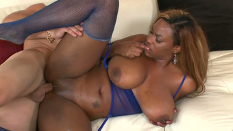 Large bottomed and effectively set ebony hoe Tori Taylor rides light bf