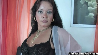Rotund boomerang mum in stockings operates her complicated clit