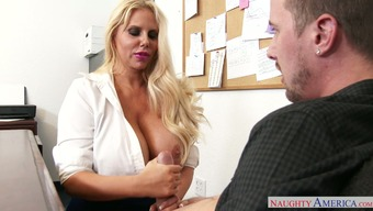 Round mothers Karen Fisher requires Jessy Jones in oral sex
