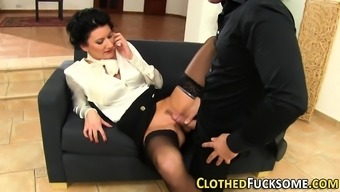 Clothed glam ho mouth orgasm