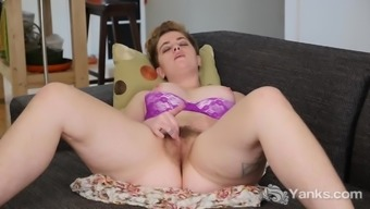Yanks Babe Megan Fae Red Two fingers Her Twat