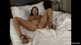 pierced Oriental the united kingdom keyes in bed with the pussy plays