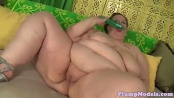 SSBBW with the use of massivetits toying her pussy