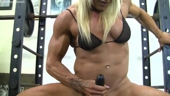 Muscle mass Baby Fucks a Dildo in the fitness center