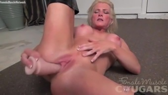 Muscle mass cougar Mandy Foxx is masturbating in horny the company