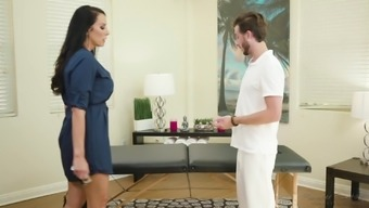 Brunette MILF Reagan Foxx gets specifically what he wanted