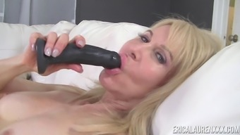 Erica Lauren has experience with using a surpassing dildo on the comfortable pussy