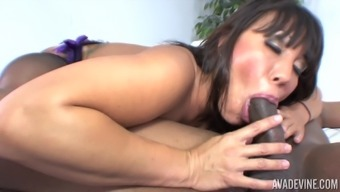 Ava Devine foliage her horny stockings and transforms itself a mordant tunnel