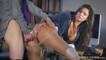susy festival leaned upon the desk and got pussy powdered
