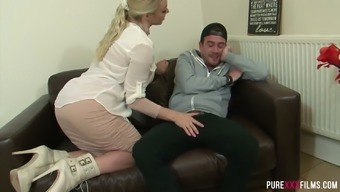 Quite large bottomed whorish blonde gf Victoria Summer time gets twat licked and fucked