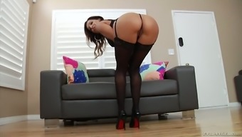 Skilled sucking head Francesca Le gives the best ever sloppy blowjob