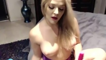 Alexis South texas placing a dildo into her moist pussy.
