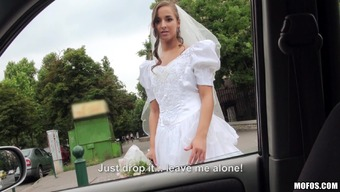 Fairly Bride By using a Brushed Pussy Taking pleasure in A Great Christian missionary Style Fuck Within a Automobile