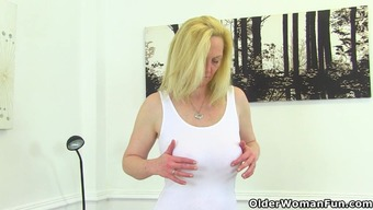 Large titted milf Fiona is pleasing her pantyhosed clit