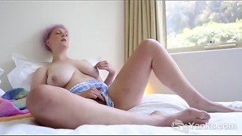 Adult man Elegance Vera White Rubs Her Fuzzy Take